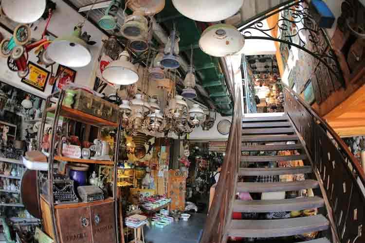 Pasar Barang Antik di Indonesia - Pasar Triwindu, Solo