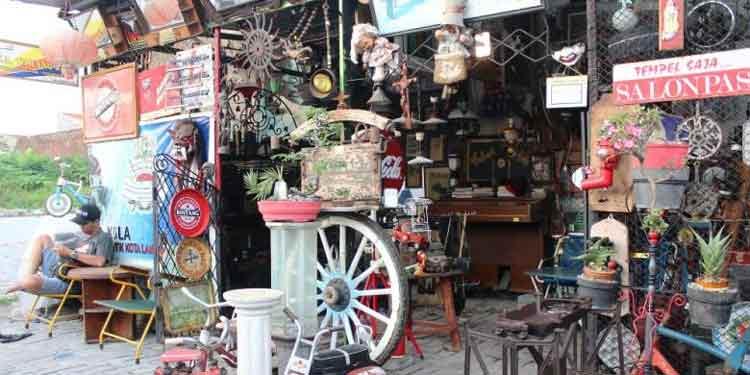 Pasar Barang Antik di Indonesia - Pasar Klitikan Antik, Semarang