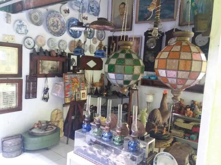 Pasar Barang Antik di Indonesia - Pasar Bratang, Surabaya