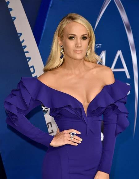 Penyanyi barat cantik dan seksi - Carrie Underwood