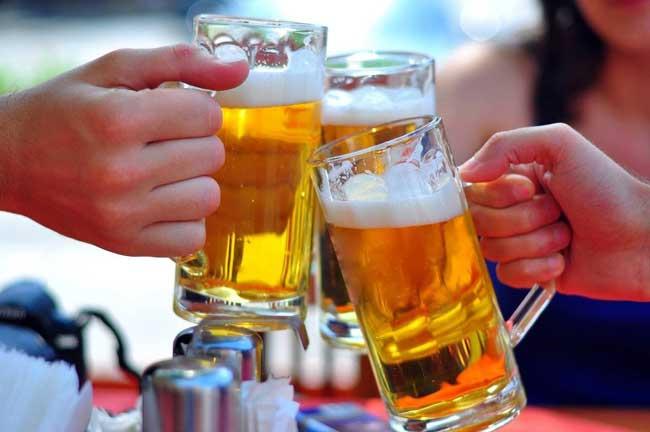 Jenis Makanan Yang Bisa Memicu Kanker Pada Wanita - Alkohol