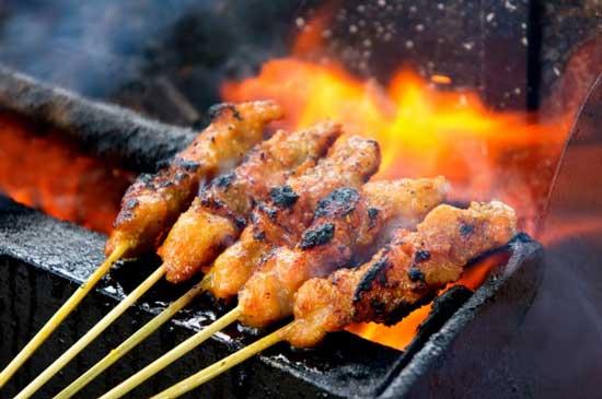 Jenis Makanan Yang Bisa Memicu Kanker Pada Wanita - Bebagai macam makanan yang dibakar