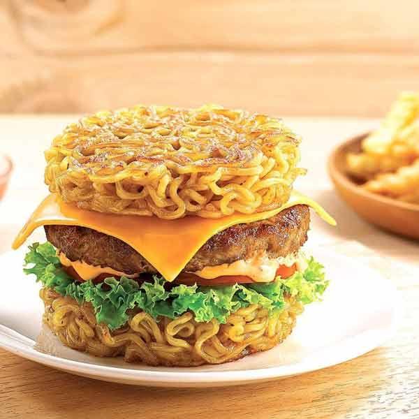 Aneka Kreasi Indomie Yang Enak Dan Unik - Burger Indomie