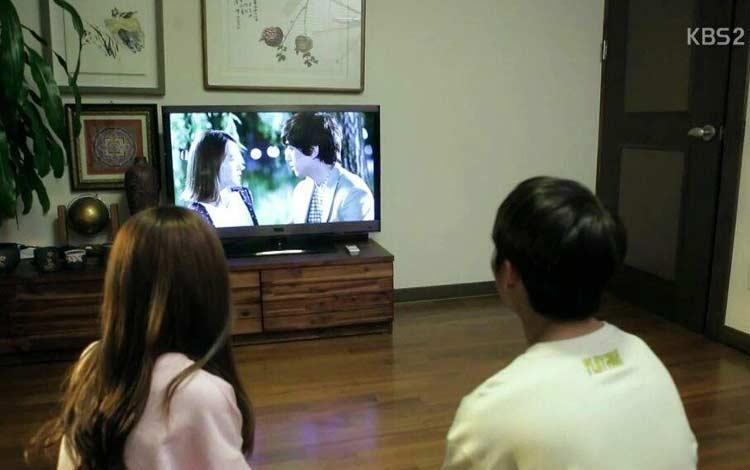 Cara Menghadapi Pertengkaran Dengan Pacar - Berantem Gara-gara Terlalu Sibuk Menonton Drama Korea
