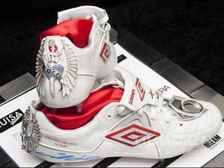 Sneaker Termahal di Dunia - Diamond Studded Nike Boots