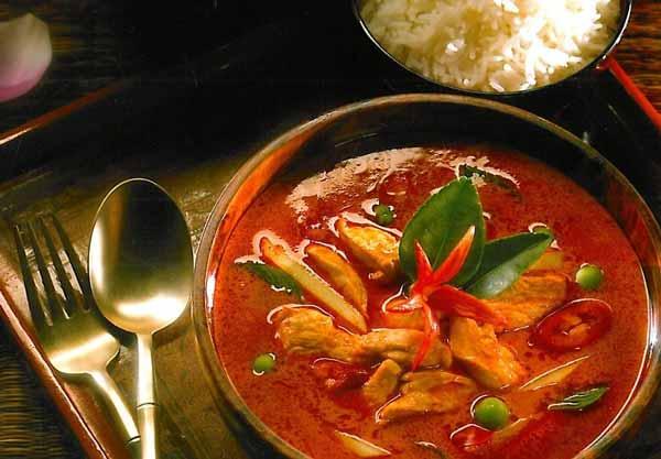 Kuliner khas Thailand - Gaeng-Daeng-(Red-Curry)