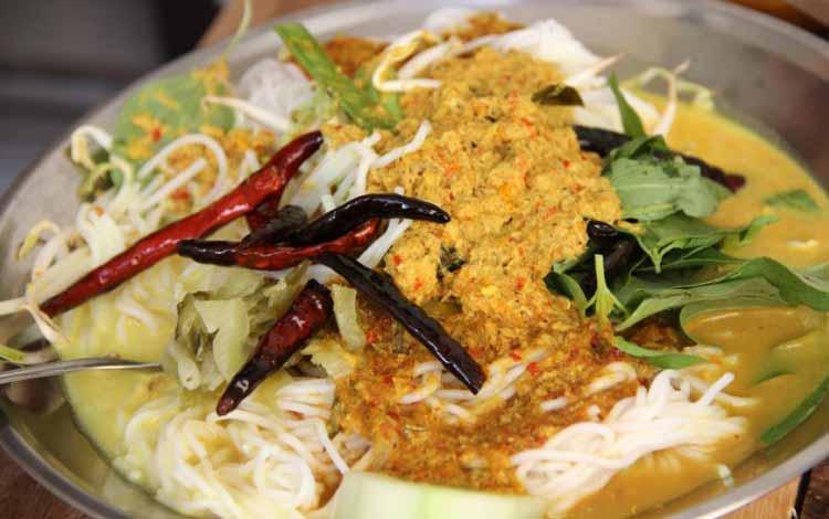 Makan Khas Thailand Yang Enak Dan Cocok Untuk Lidah Orang Indonesia - Khanom Chin Nam Ya