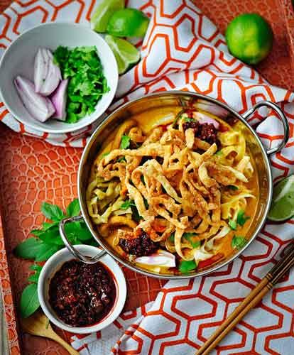 Kuliner khas Thailand - Khao Soi (Coconut Noodle Soup)