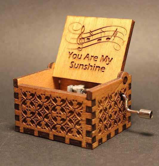 Tips Memilih Kado Yang Tepat Untuk Ultah Pacar Wanita - Kotak musik romantis