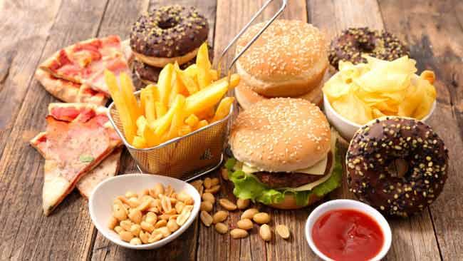 Jenis Makanan Yang Bisa Memicu Kanker Pada Wanita - Makanan cepat saji