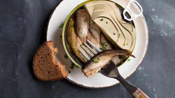 Jenis Makanan Yang Bisa Memicu Kanker Pada Wanita - Makanan kaleng