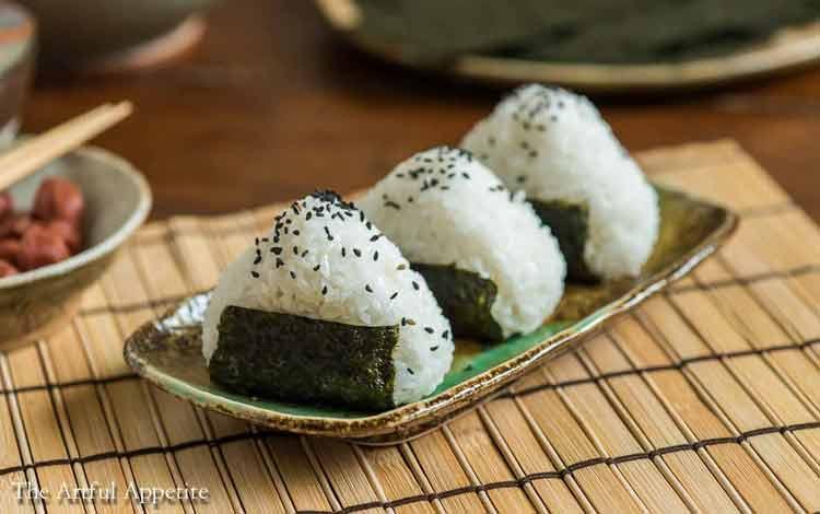 Makanan Jepang Yang Populer Di Indonesia - Onigiri