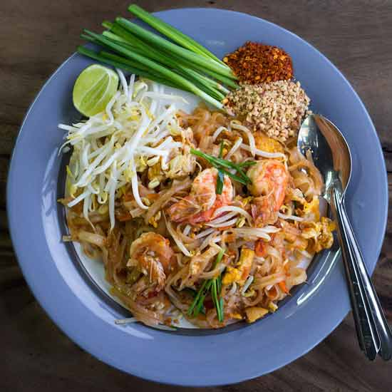 Kuliner khas Thailand - Pad Thai (Thai style Fried Noodles)