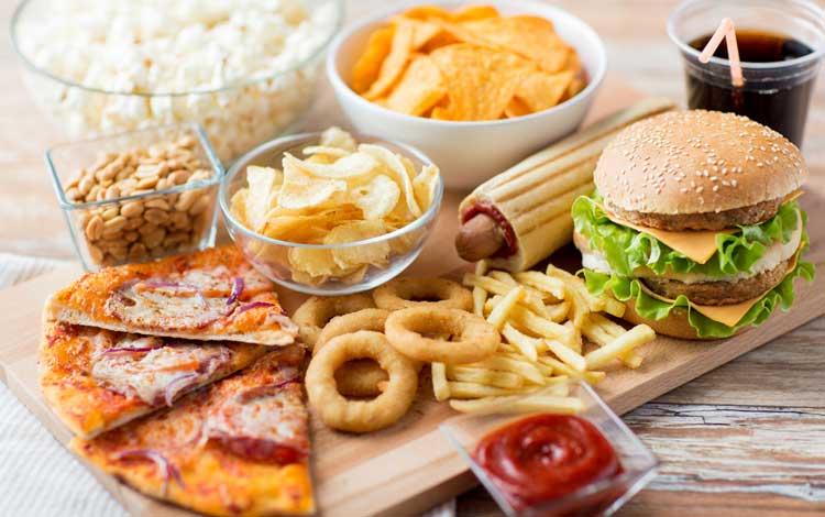 Kebiasaan Yang Bisa Memperparah Jerawat - Terlalu Banyak Konsumsi Makanan Manis dan Olahan