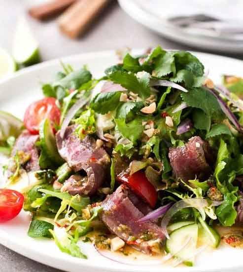 Kuliner khas Thailand - Yam Nua (Spicy Beef Salad)