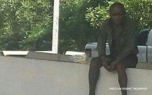 Lelaki tua menunggu anaknya di pinggir jalan selama 10 tahun