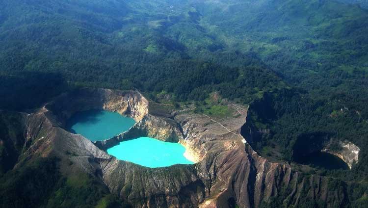 Tempat Wisata Unik Yang Ada Di Indonesia - Danau Kelimutu, NTT
