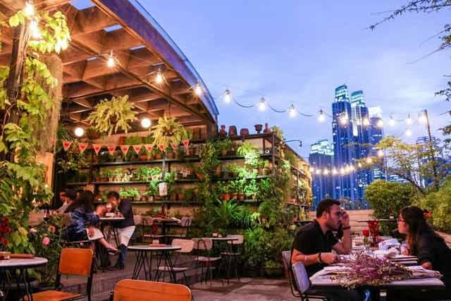 Tempat makan romantis di Jakarta - House Rooftop Kitchen & Bar