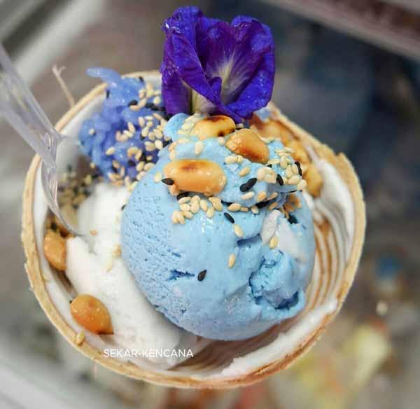 Deretan Makanan Thailand Yang Enak Dan Lezat - Coconut Ice Cream/I Tim Kati