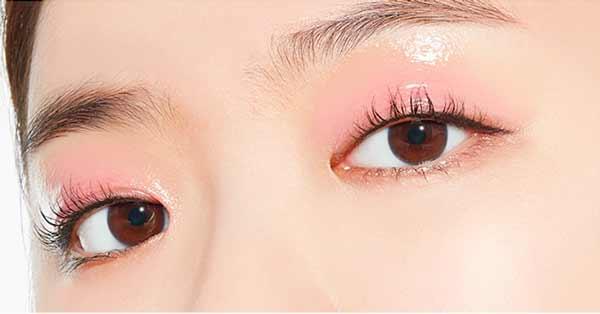 Tips Agar Wajah Selalu Terlihat Segar Dan Bercahaya - Gunakan eyeshadow berwarna cerah