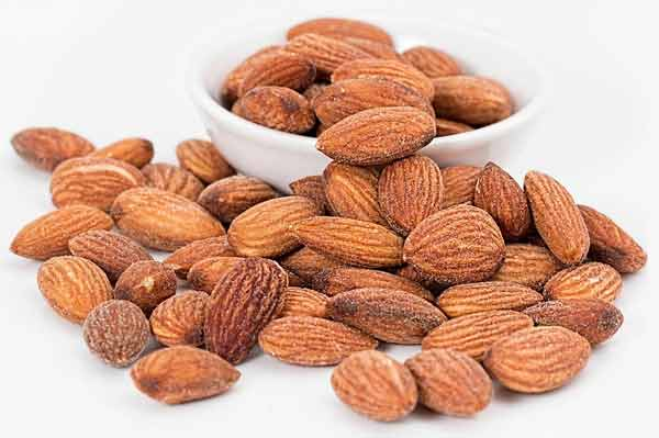 Makanan untuk meningkatkan vitalitas pria - kacang almond