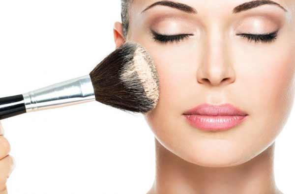 Tips Agar Wajah Selalu Terlihat Segar Dan Bercahaya - Set dengan bedak tabur agar wajah tampak lebih cerah