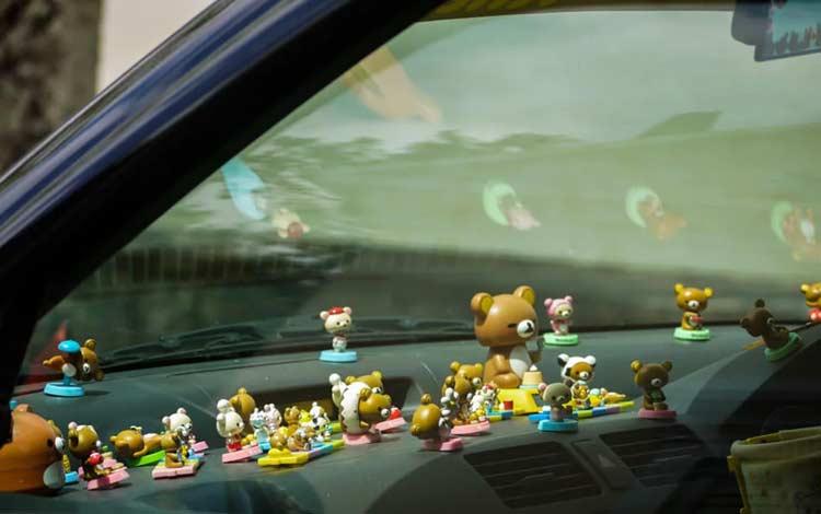 Hiasan Mobil Agar Mobil Lebih Nyaman Dan Kece - Miniatur untuk pajangan dashboard mobil