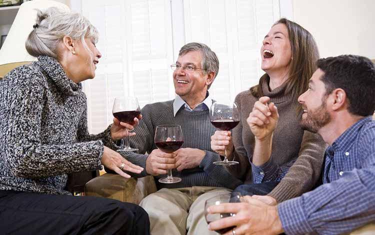 Topik Pembicaraan Ketika Ngobrol Bareng Orang Tua Pacar