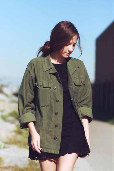 Aneka Model Jaket Wanita Yang Bakal Membuatmu Tampil Makin Gaya - Jaket army