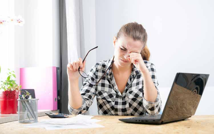 Berbagai Penyakit Yang Mengintai Pekerja Kantoran - Gangguan Penglihatan