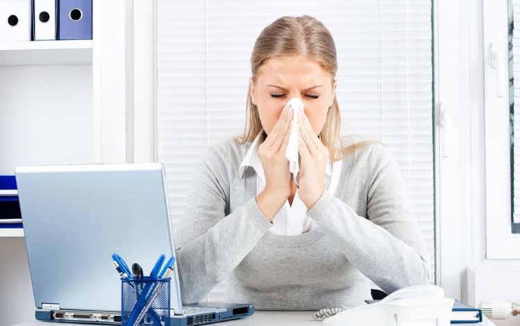 Berbagai Penyakit Yang Mengintai Pekerja Kantoran - Pilek dan Batuk