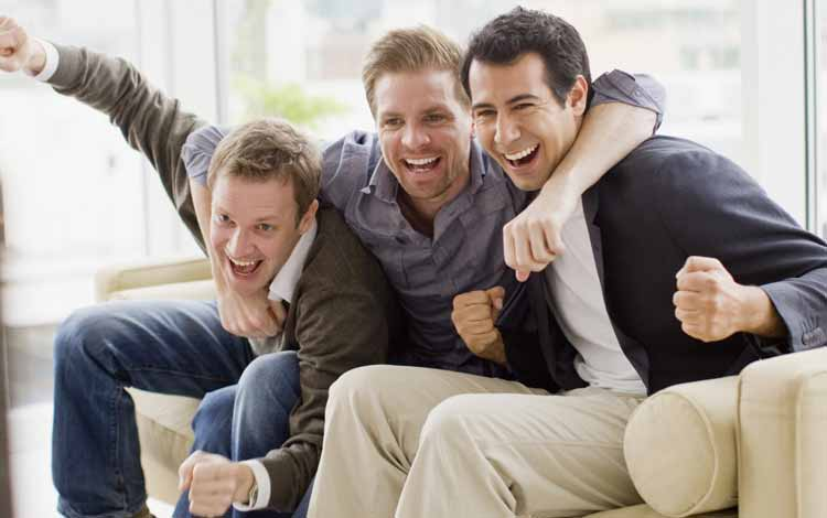 Cara Menghadapi Pacar Yang Lebih Mementingkan Teman - Jangan Pernah Mengganggunya Ketika Dia Lebih Memilih Bersama Temannya