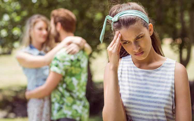 Cara Menyikapi Apabila Sahabat Naksir Cowok Yang Kita Suka - Kendalikan Ego