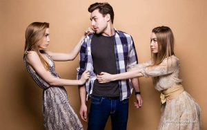 Cara Menyikapi Apabila Sahabat Naksir Cowok Yang Kita Suka