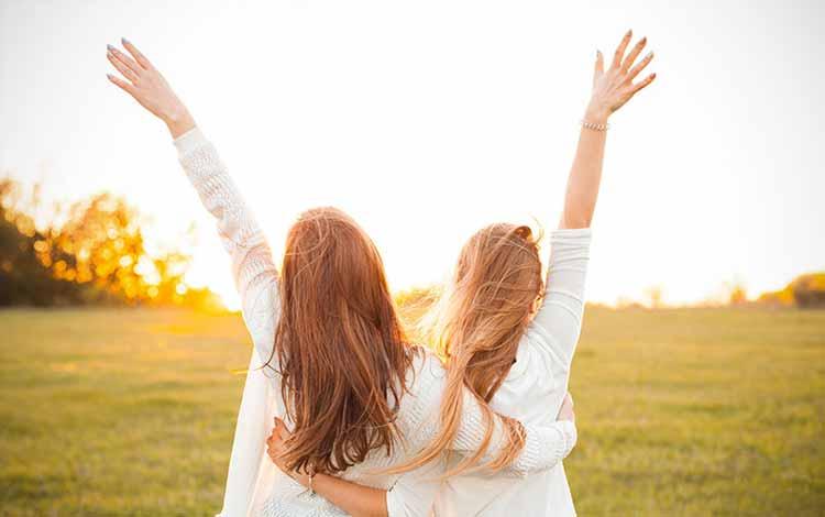 Cara Menyikapi Situasi Saat Kamu Dan Sahabatmu Menyukai Orang Yang Sama - Berdamai Dengan Perasaan