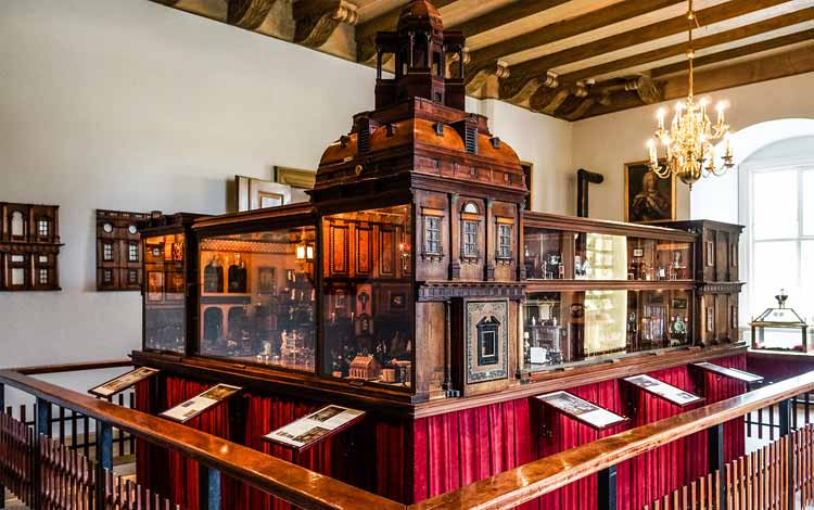 Daftar Mainan Termahal Di Dunia - Titania's Palace