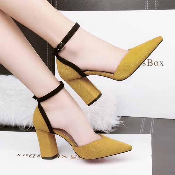 inspirasi hijab bagi pemula - Pump shoes ankle strap