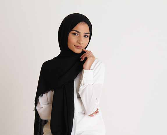 inspirasi hijab bagi pemula - Pashmina hitam