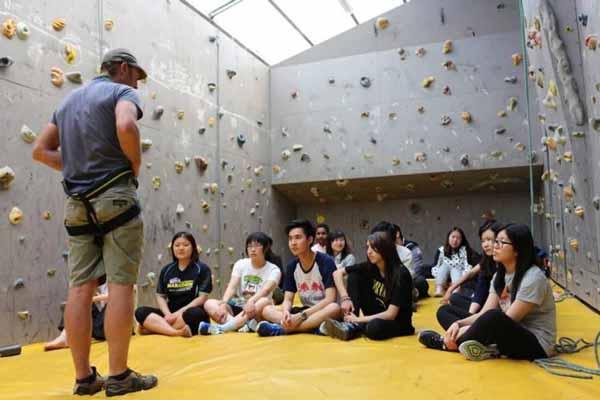 Hal-hal Yang Perlu Dipertimbangkan Dalam Menentukan Tempat Kuliah - Kegiatan akademis dan non-akademis