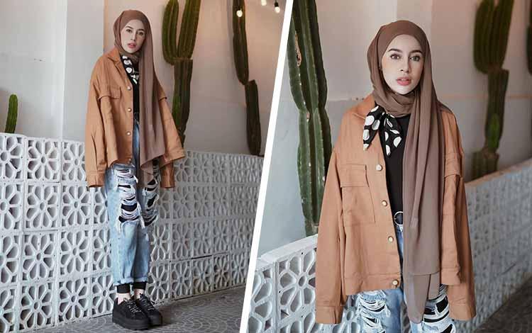 Mix n Match Hijab Terkini Yang Instagramable - Hijab asimetris dengan outer coklat dan ripped jeans
