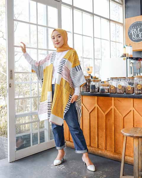 Mix n Match Hijab Terkini Yang Instagramable - Mix n match pashmina dan outer berwarna kuning