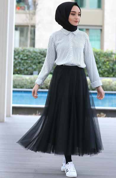 Mix n Match Hijab Terkini Yang Instagramable - Mix n match kemeja dengan rok tutu hitam