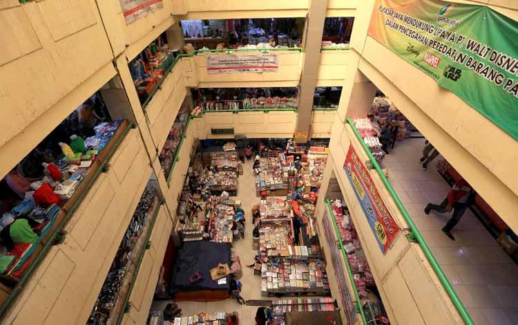 Surga Tempat Belanja Fashion Yang Murah Di Jakarta - Bagian Dalam Pasar Jatinegara