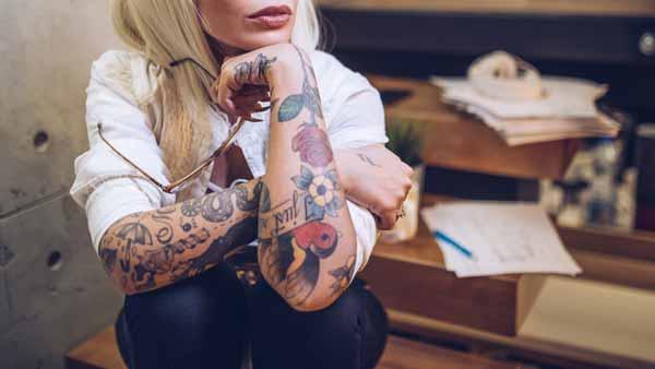 Alasan Mengapa Sebaiknya Kamu Jangan Bertato - Memiliki tato ditubuh akan susah mendapat pekerjaan