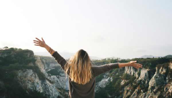 Beberapa Tanda Kamu Harus Mutusin Pacarmu - Ketika kamu jauh lebih dapat menikmati hidup saat tidak bersama dengannya