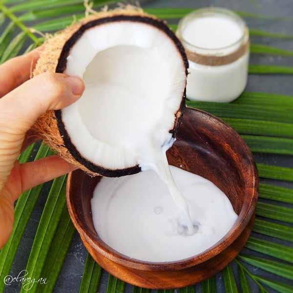 Cara Ampuh Mengurangi Rambut Rontok Secara Alami - santan kelapa