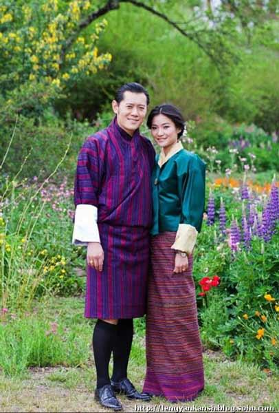 Daftar Pakaian Tradisional Terunik Di Dunia - Gho dan Kira - Bhutan