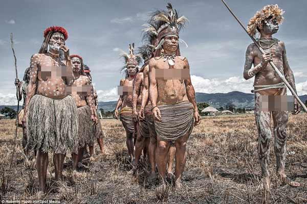Daftar Pakaian Tradisional Terunik Di Dunia - Koteka, Pakaian Tradisional Papua, Indonesia
