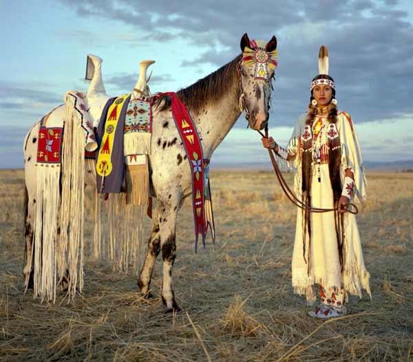Daftar Pakaian Tradisional Terunik Di Dunia - Native American Indian Costume - Amerika Utara