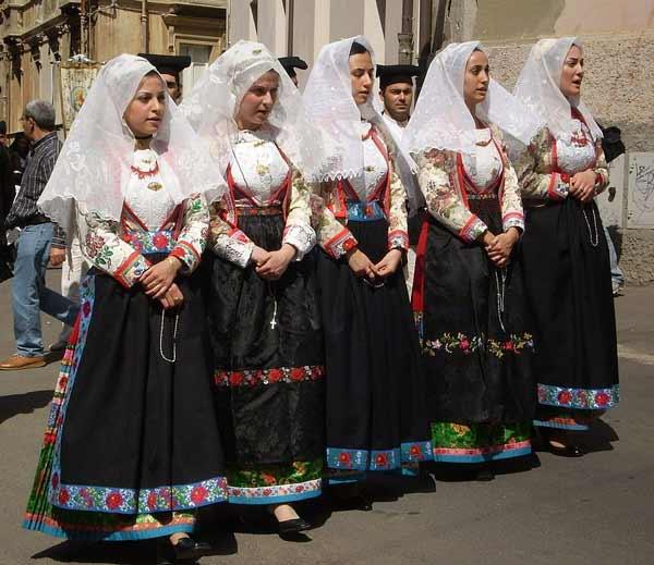 Daftar Pakaian Tradisional Terunik Di Dunia - Pakaian Tradisional Sardinia - Itali